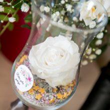 Paguoda: Karolinos palatoje daug gėlių, nuoširdžiausius linkėjimus siunčia draugai.