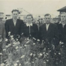 Grybauskai: Leonas <span style=color:red;>(kairėje)</span>, Algirdas, tėvai Marijona ir Jonas, Donatas Sibire, Usoljė Sibirskojė, 1955 m.