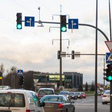 Kauno sankryžose jau kabinamos žaliosios rodyklės