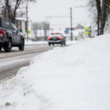 Kauniečiai kuria ironišką žiemos pasaką: kelininkai į vieną gatvę neužsuko nei karto