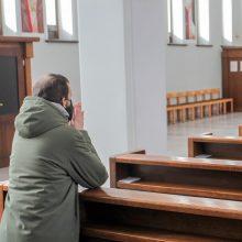 Premjerė prašo Bažnyčios neatnaujinti pamaldų dar kelias savaites