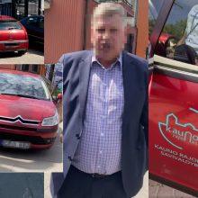 Konfliktas dėl ne vietoje palikto savivaldybės automobilio: valdininkas iškeikė ir apstumdė kaunietį