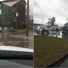 Prieš vakarinį piką – avarija Raudondvario plente: automobiliai stipriai apgadinti