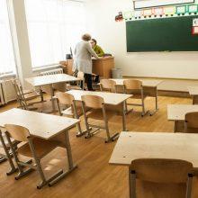 Griebiasi šiaudo: siūlo leisti mokykloms vadovauti ir neturint pedagogo išsilavinimo