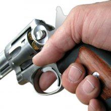 Už grasinimus neteisėtu revolveriu 93-ejų vyras pateko į areštinę