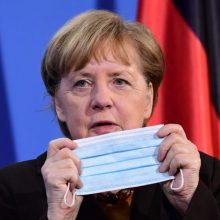 A. Merkel paragino JAV eksportuoti vakcinas nuo COVID-19