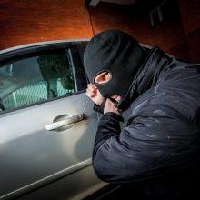 Įtarimai pasitvirtino: svetimam automobilyje darbavosi ne savininkai, o vagys