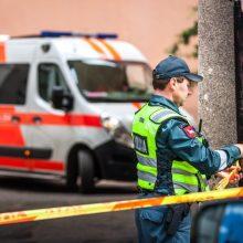 Skaudi nelaimė: pro buto langą Partizanų gatvėje iškrito paauglė