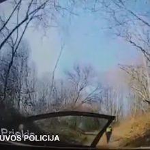 Vaizdo įrašas: Lietuvos policija sulaiko žmogžudyste įtariamą latvį