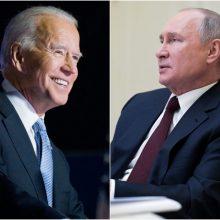 """J. Bidenas per įtemptą susitikimą Ženevoje nubrėš """"raudonas linijas"""" V. Putinui"""