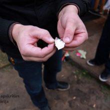 Vilniaus daugiabutyje rasta narkotikų, ieškomi įtariamieji