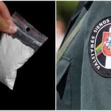 Tarnybos metu su įkalčiais įkliuvo pasienietis: įtariamas narkotikų platinimu