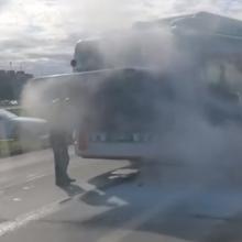 Vienoje pagrindinių Klaipėdos gatvių užsiliepsnojo autobusas