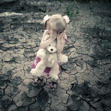 Į laikinus namus – šimtai vaikų