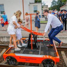 """Užmojai: """"Lietuvos geležinkelių"""" vadovas Mantas Bartuška, vos užėmęs šį postą, deklaravo, jog valstybinėje įmonėje nebus elgiamasi kaip privačiame """"uabe"""". Tačiau tai, kas perkama už valstybinės įmonės pinigus, verčia abejoti tokiomis nuostatomis – iš savo"""