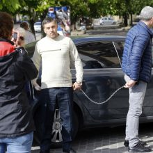 Demaskavo: išsiblaivęs įtariamasis buvo atvežtas į nusikaltimo vietą.