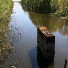 Kliūtis: būtų šalinamos šios praplaukti trukdančios Klišių tilto liekanos.