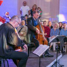 Klaipėdiečiai mėgavosi užburiančiais violončelės garsais