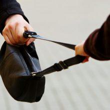 Kaune užpuolikas bandė pagrobti moters rankinę su 23 tūkst. eurų