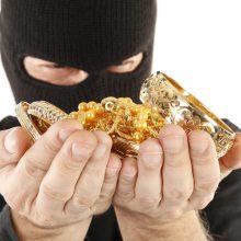 Į namą Širvintose įsibrovę užpuolikai iš šeimininkų pagrobė pinigus, juvelyriką