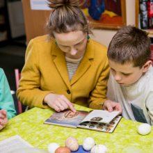 Pasiruošimas Velykoms: kauniečius subūrė kiaušinių marginimo dirbtuvės