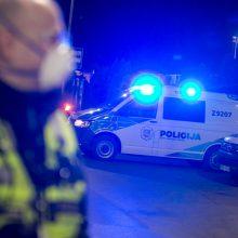 Automobilių stovėjimo aikštelėje Vilniuje apiplėštas vyras: grasinta susidoroti