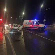 Vilniuje per avariją sužalotą moterį vežę medikai pateko į eismo įvykį