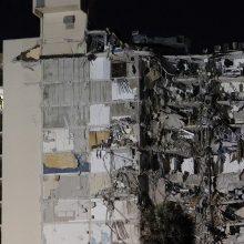 Floridoje iš dalies sugriuvus daugiabučiui pasigesta 99 žmonių