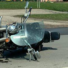 Avarija Šilainiuose: motociklininkui prireikė medikų pagalbos