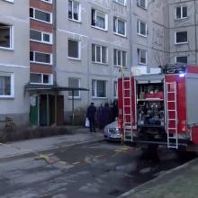 Vilniuje užsiliepsnojus butui evakuoti žmonės, smarkiai apdegė vyras ir moteris