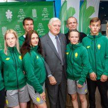V. Adamkus išlydėjo jaunuosius sportininkus į Europos olimpinį festivalį