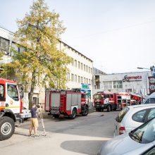 Kaune degė gamybinio pastato siena