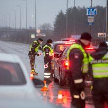 Pirmąją Kalėdų dieną policija patikros postuose apgręžė daugiau nei 3,3 tūkst. automobilių