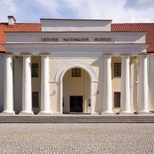 Nacionalinis muziejus ardo sovietmečiu statytą tvorą ir vartus T. Kosciuškos gatvėje