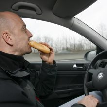 Siūlomi pakeitimai vairuotojams: jokių dešrainių, gėrimo ar rūkymo