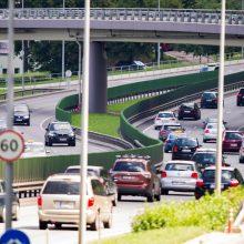 Seimas pradeda svarstyti taršių automobilių mokestį