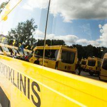 Vyriausybė savivaldybėms perdavė 16 mokyklinių autobusų