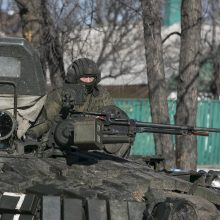 Įtampa auga: pranešama, kad Rusija telkia pajėgas prie sienos su Ukraina