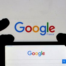 """JK konkurencijos tarnyba pradėjo """"Facebook"""" ir """"Google"""" tyrimą"""