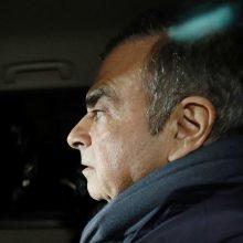 """Tokijuje vėl areštuotas buvęs """"Nissan"""" vadovas"""