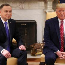JAV ketina dislokuoti Lenkijoje dar tūkstantį karių ir perspėja Vokietiją