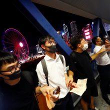 Baltijos kelio atkartojimas Honkonge: protestuotojai susikibo į žmonių grandinę