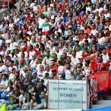 Iranietės pirmą kartą po kelių dešimtmečių bus įleidžiamos į futbolo stadioną
