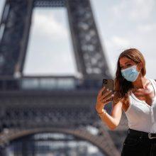 Paryžiuje įsigalioja reikalavimas dėvėti kaukes lauke