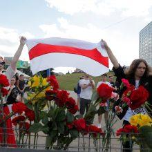 Baltarusijos žiniasklaida: OMON vaiko žmones iš protestų dalyvio žūties vietos