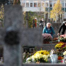 Lenkija trims dienoms uždaro kapines