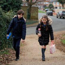 Didžiojoje Britanijoje mokiniai sugrįžta į klases