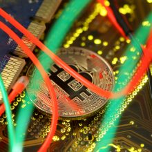 Bitkoino kaina pirma kartą istorijoje tapo didesnė nei 62 tūkst. dolerių
