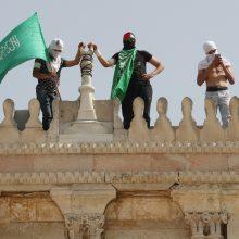 """""""Hamas"""" grasina eskalacija, jei Izraelio pajėgos nepasitrauks iš Al Aksos komplekso"""