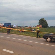 Avarija Jonavos rajone: automobilis nulėkė nuo kelio, ligoninėje mirė keleivis